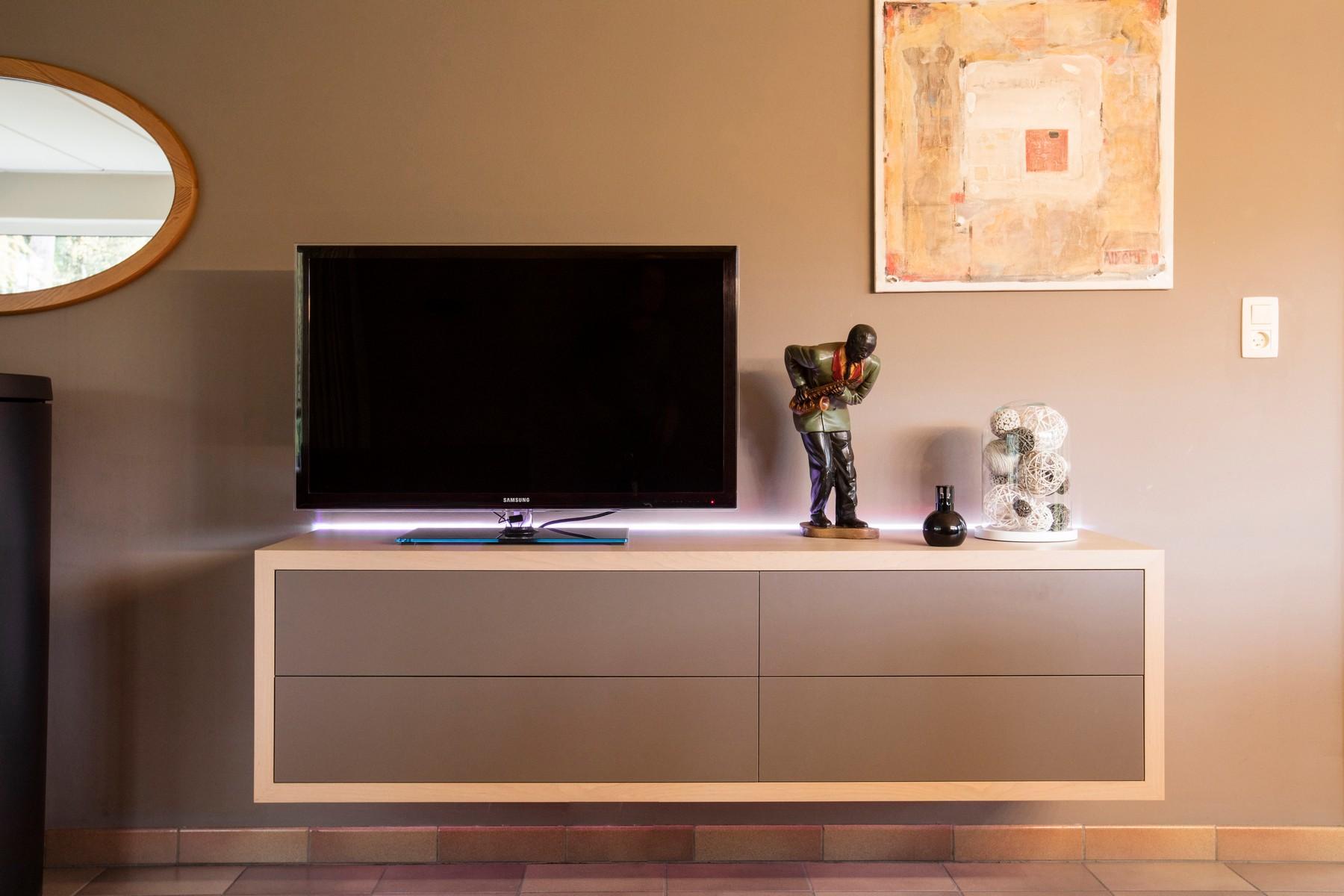Strak Houten Tv Meubel.Tv Meubels Robin Theuns 5 Generaties Fijn Vakmanschap In Hout